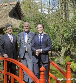 Ambassador of Japan H.E. Hiroshi Inomata, Mayor Jan Hoekema, Alderman Boudewijn Revis