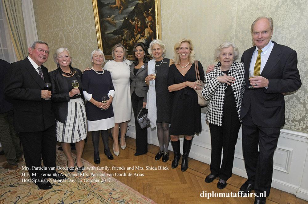 14 Mrs. Particia van Oordt De Arias with family, friends and Mrs. Shida Bliek