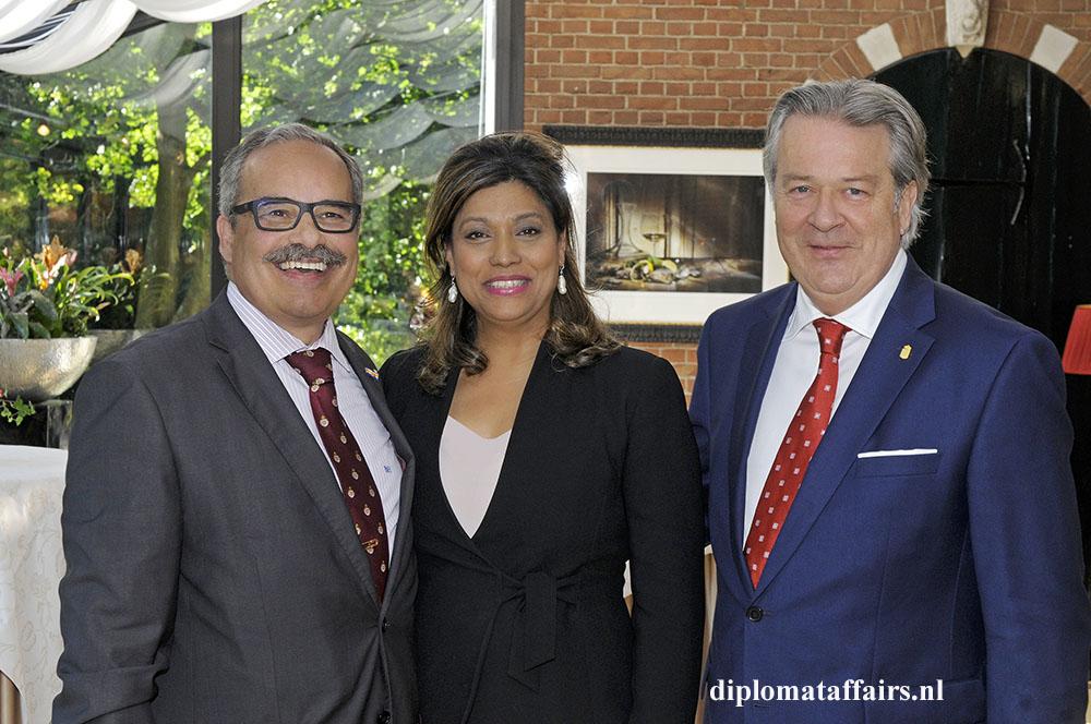 1436.jpg H.E. José de Bouza Serrano, Mrs. Shida Bliek, Mr. Peter Bliek