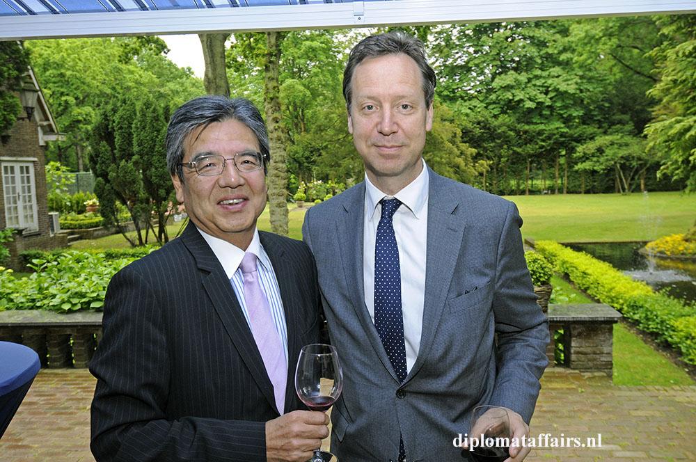 800.jpg Ambassador Hiroshi Inomata and Mr. Roelof van Ees