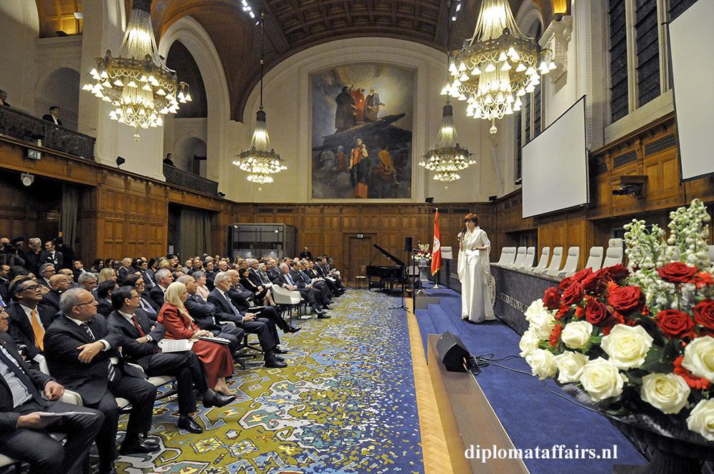 239.jpg Tunisian Nobel prize winners at Peace Palace