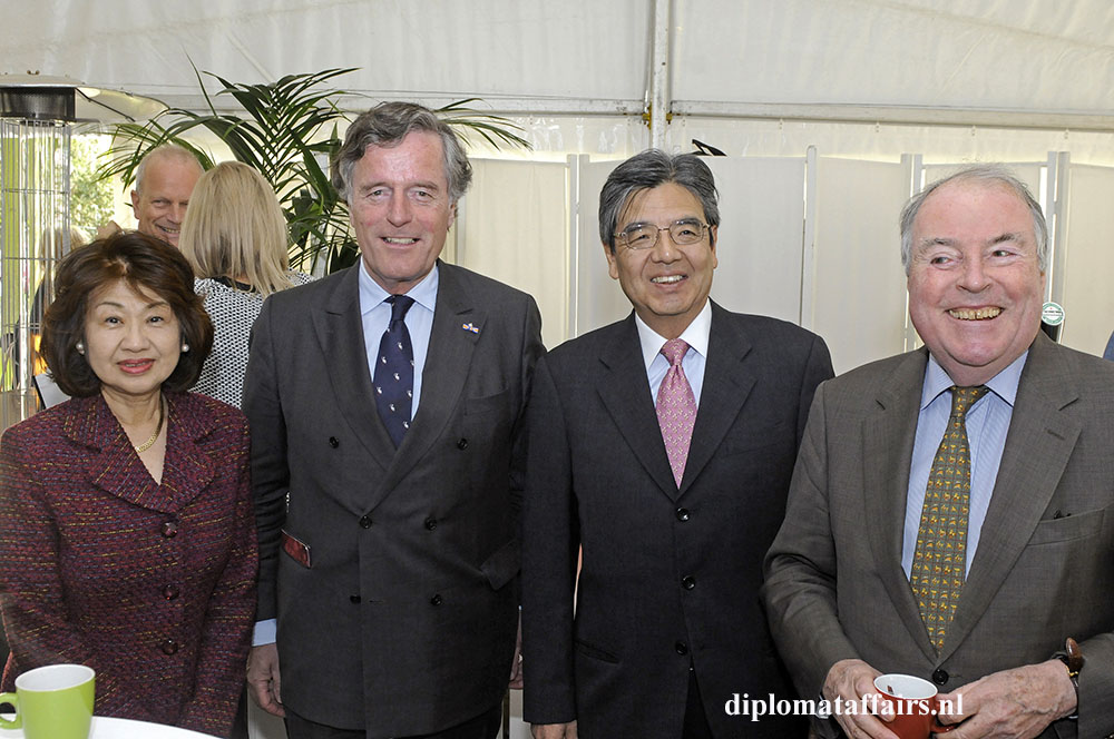 photo 2 Mrs. Midori Inomata, Mr. Alexander Beelaerts, Ambassador of Japan Hiroshi Inomata, Mr. Egbert Jacobs