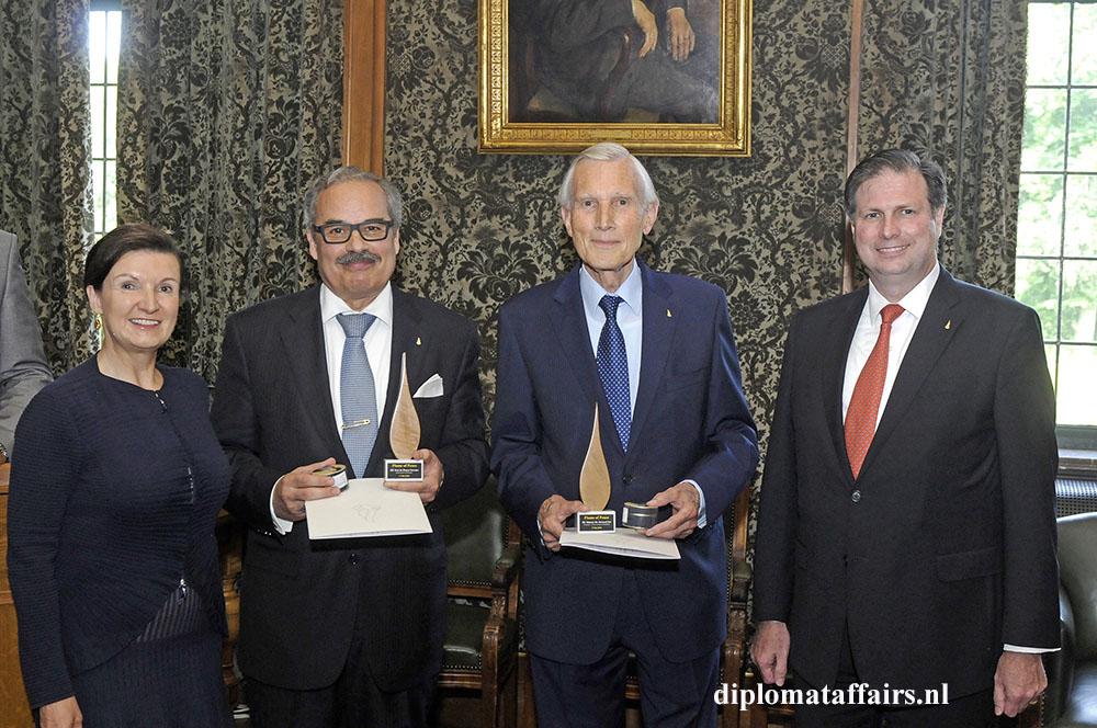 Flame of Peace Award H.E. José de Bouza Serrano - H.E. Dr. Ben Bot