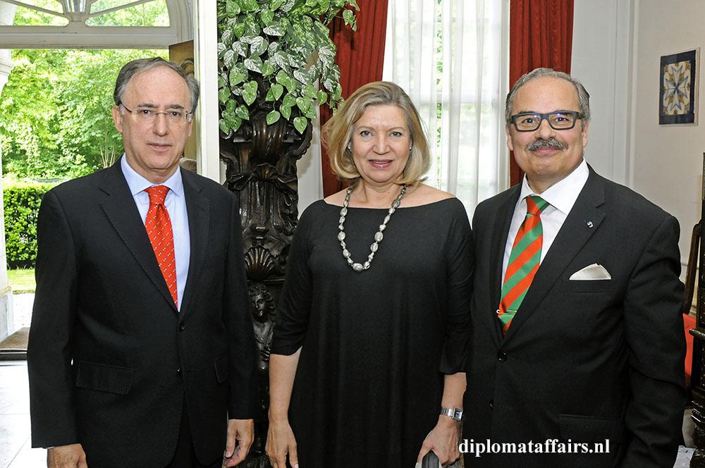 926.jpg H.E. Fernando Arias - Mrs. Patricia van Oordt - H.E. José de Bouza Serrano
