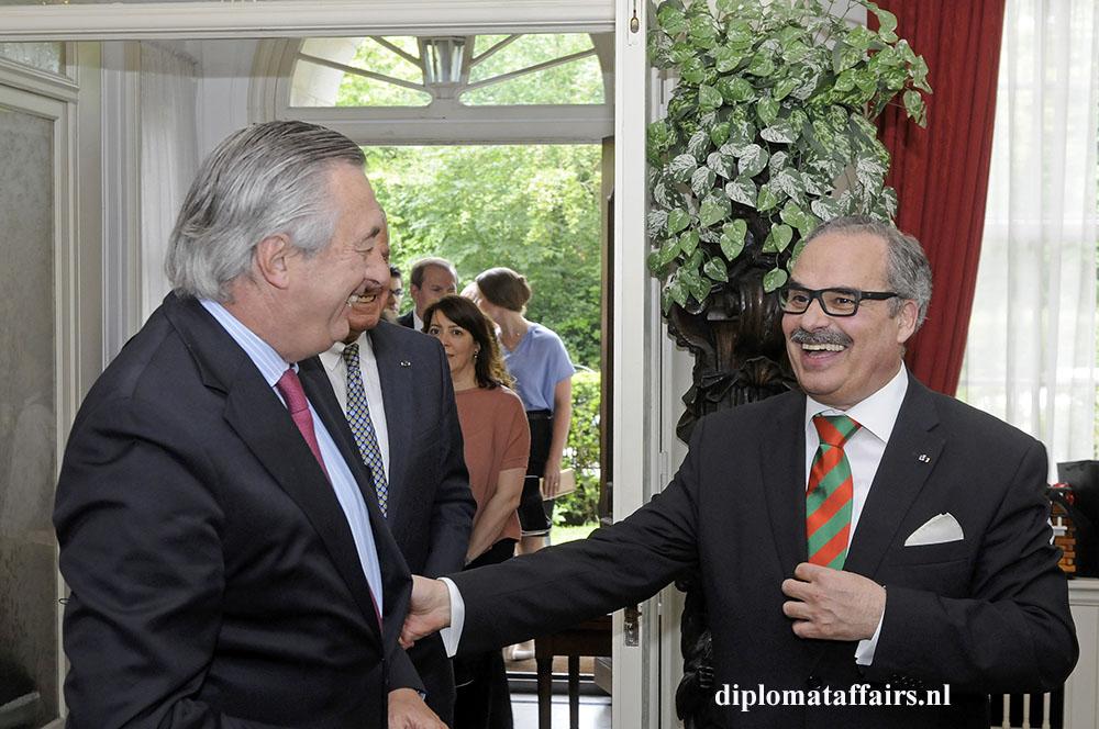 935.jpg left Ambassador of Uruguay Dr. Alvaro Moerzinger
