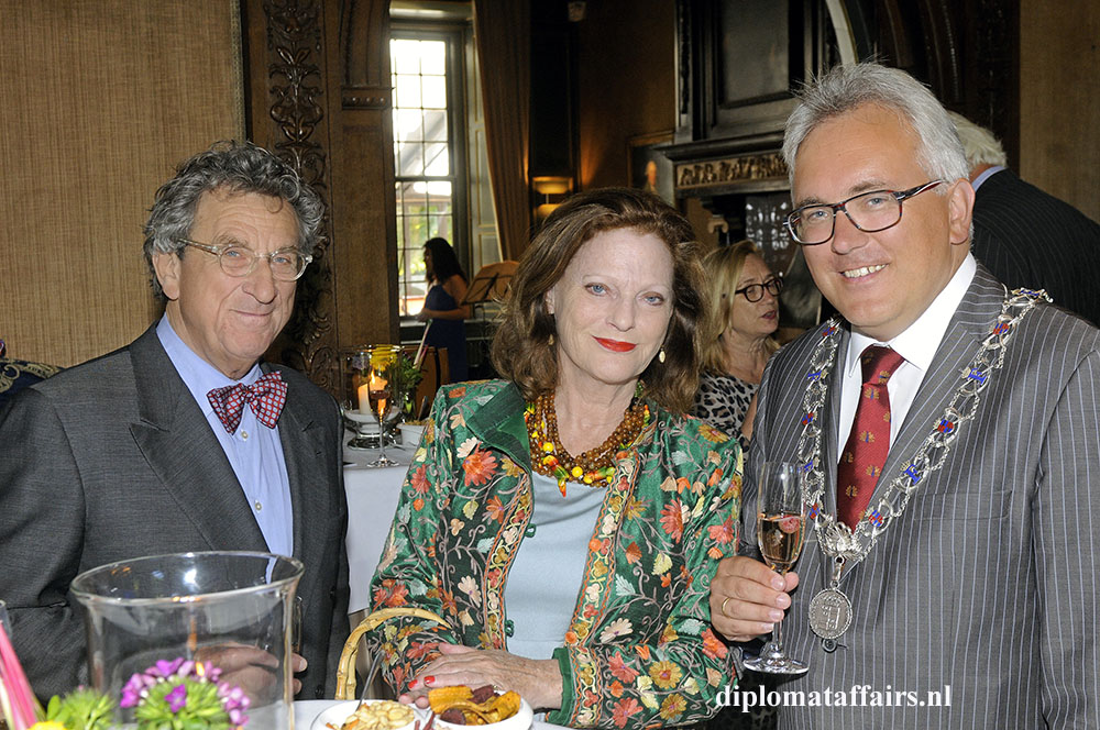 1476.jpg-Jhr.-Patrick-Testa-Ms-Barbara-Plugge-and-Deputy-Mayor-of-Wassenaar-Freddy-Blommers