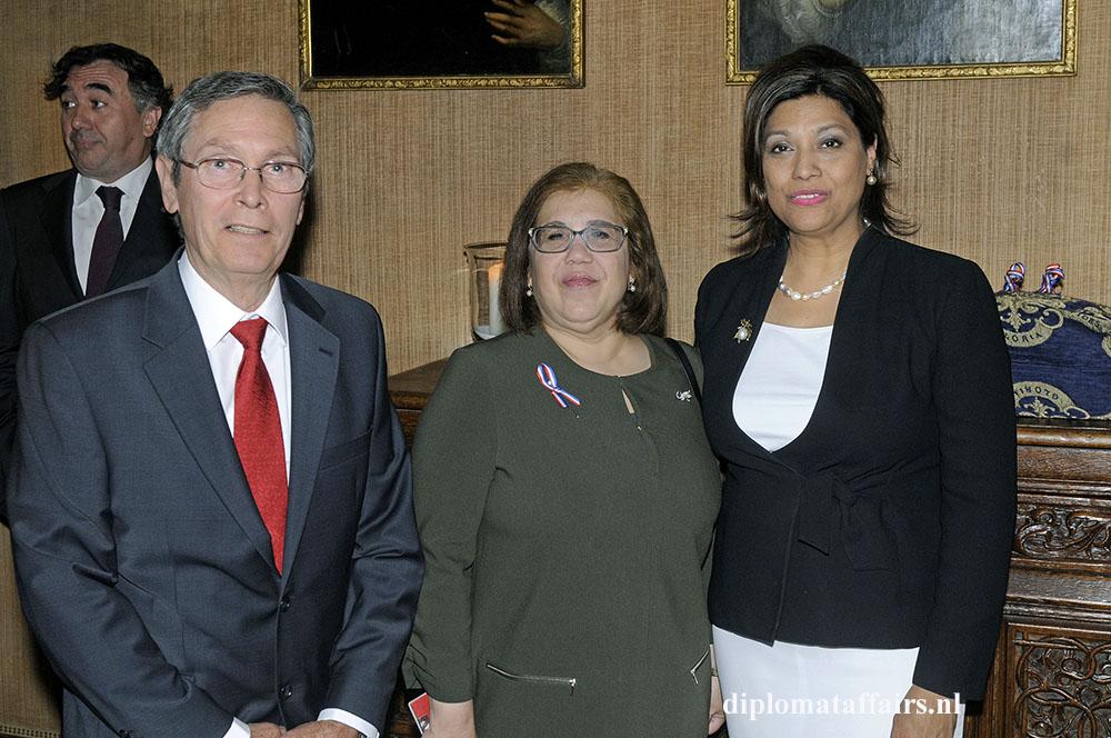 1483.jpg-Mr.-Eduardo-Morales-H.E.-Mrs.-Soraya-Elena---lvarez-N----ez-Mrs.-Shida-Bliek