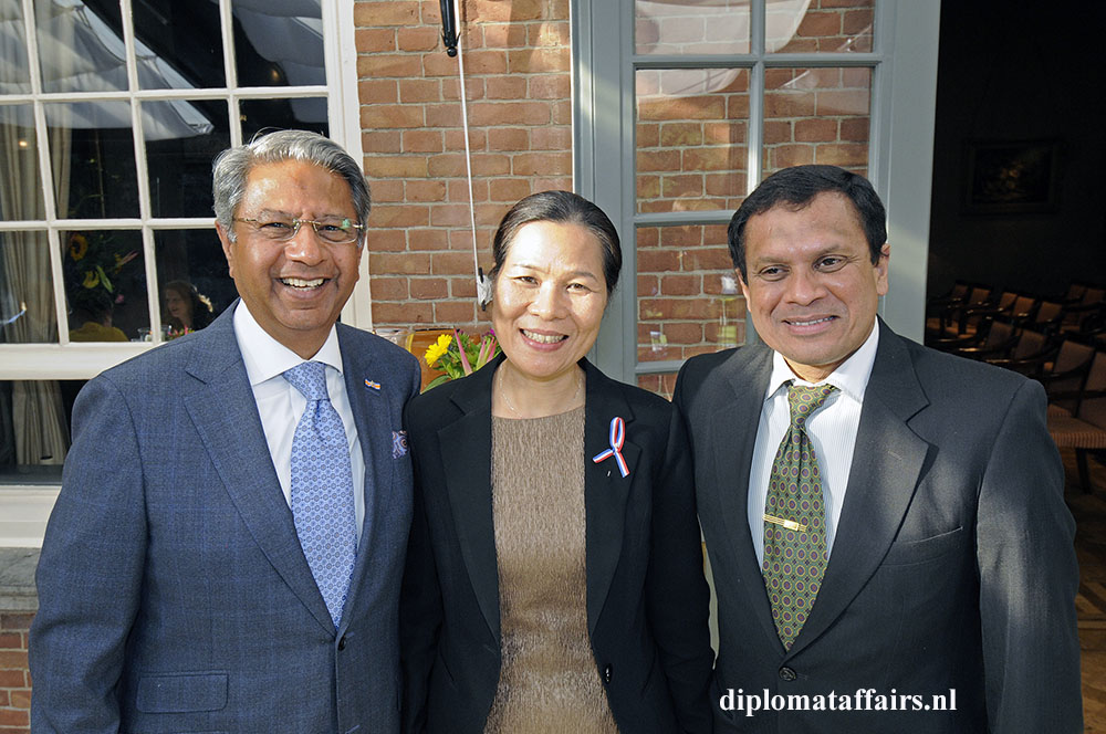 1556.jpg-middle-Vietnam-H.E.-Ms.-Ngo-Thi-Hoa-right-H.E.-Mr.-A.M.-J.-Sadiq-Sri-Lanka