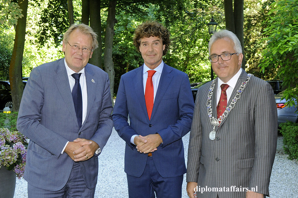 2-Kings-Commissiionar-Mr-Jaap-Smit-Mr.-Ralf-Meppelder-Deputy-Mayor-of-Wassenaar-Mr.-Freddy-Blommers