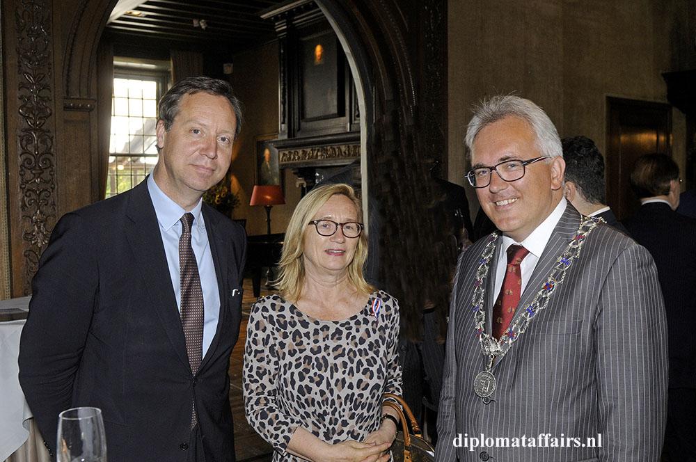 5-Mr.-Roelof-van-Ees-H.E.-Dr.-Heidemaria-Guerer-Deputy-Mayor-Freddy-Blommers-