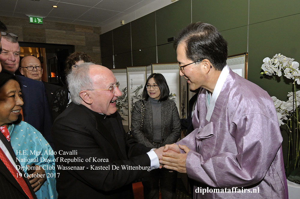 6 H.E. Mgr. Aldo Cavalli, H.E. Mr. Yun Young Lee