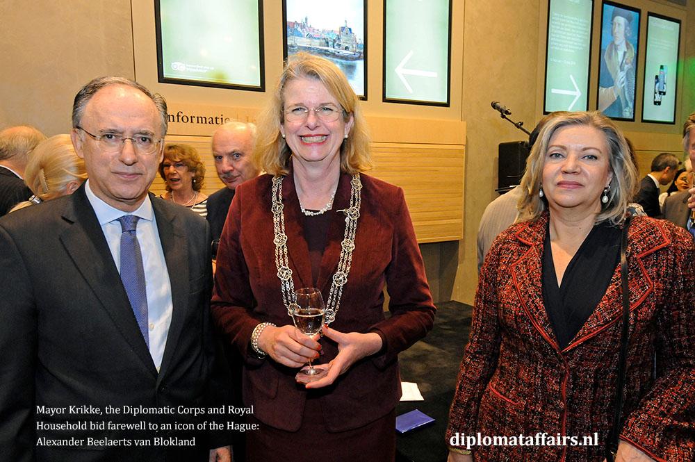 10.jpg H.E. Fernando Arias, Mayor Pauline Krikke, Mrs. Patricia van Oordt de ARIAS