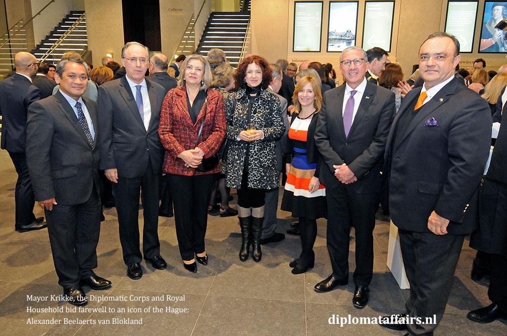 12.jpg H.E. Haime Ledda, H.E. Fernando Arias, Mrs. Patricia van Oordt, Mrs. Maja Popova, Mrs. Tatiana Delvall, H.E. Willys Delvalle, H.E. Igor Popov