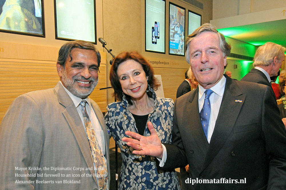 14.jpg H.E. Venu Rajamony, Mrs. Elizabeth and Alexander Beelaerts van Blokland