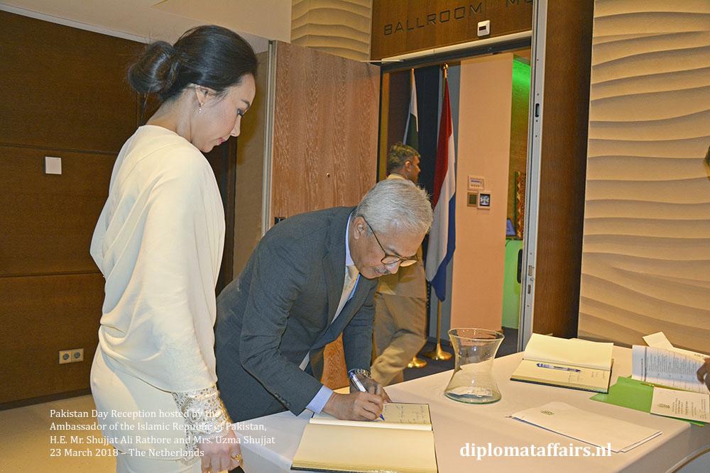 4a. H.E. Mr. Ahmad Nazri Bin Yusof (Malaysia) Mrs. Linda Zin