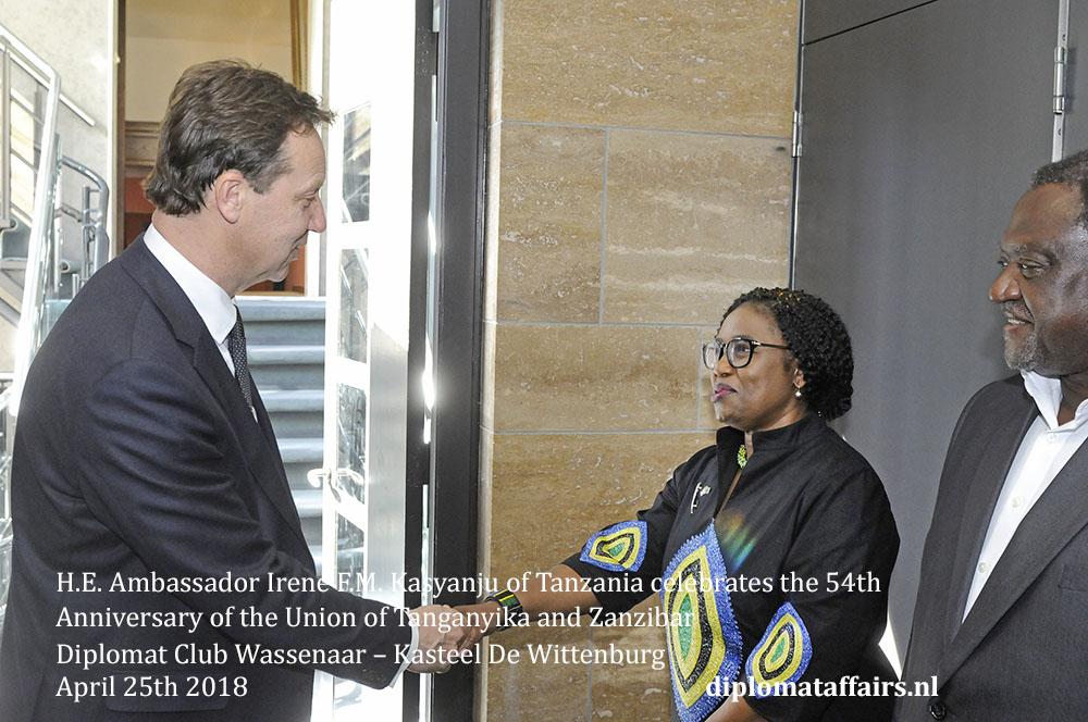 2.jpg Mr. Roelof van Ees Diplomat Club Wassenaar