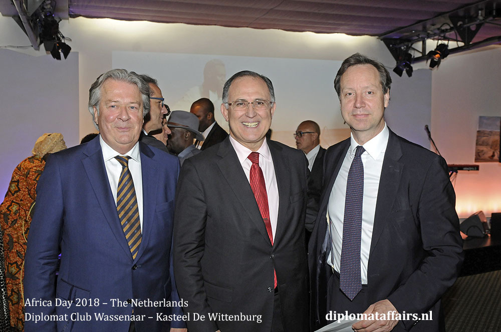 9.jpg Mr. Peter Bliek, HE Abdel Bellouki, Mr. Roelof van Ees