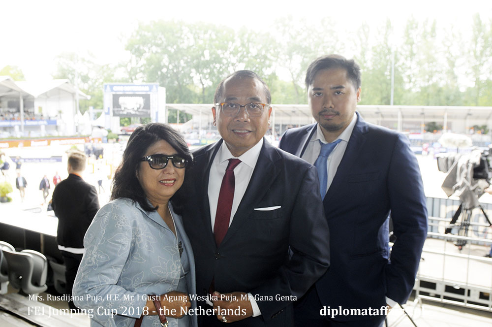 6.jpg Mrs. Rusdijana Puja, H.E. Mr. I Gusti Agung Wesaka Puja, Mr. Gana Genta Puja Diplomataffairs.nl diplomat Club Wassenaar
