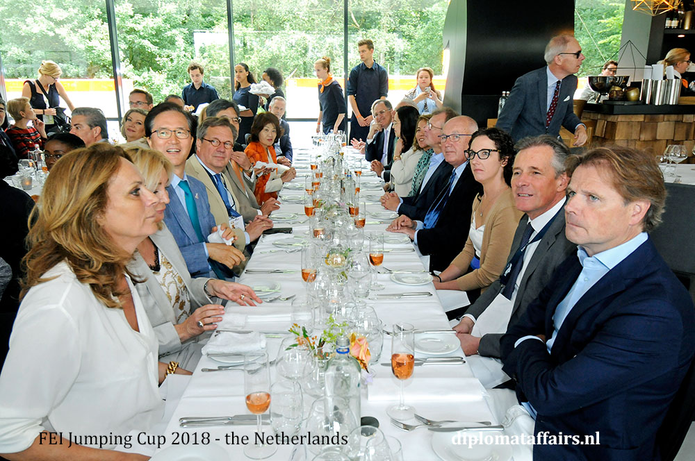 9.jpg President of Port Club Rotterdam, Mr. Peter Goedvolk, Mr. Jan de Mooij, Mr. Tinus Krikke and Mrs. Shida Bliek hosts lunch FEI jumping Cub 2018