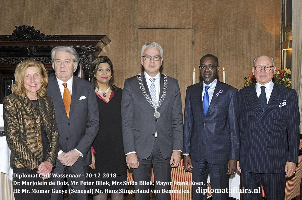 649.jpg Dr. Marjolein de Bois, Mr. Peter Bliek, Mrs Shida Bliek, Mayor Frank Koen, HE Mr. Momar Gueye (Senegal) Mr. Hans Slingerland van Bemmelen Diplomat Club Wassenaar Diplomat Affairs Magazine