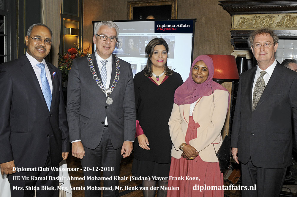 660.jpg HE Mr. Kamal Bashir Ahmed Mohamed Khair (Sudan) Mayor Frank Koen, Mrs. Shida Bliek, Mrs. Samia Mohamed, Mr. Henk van der Meulen Diplomat Affairs Magazine