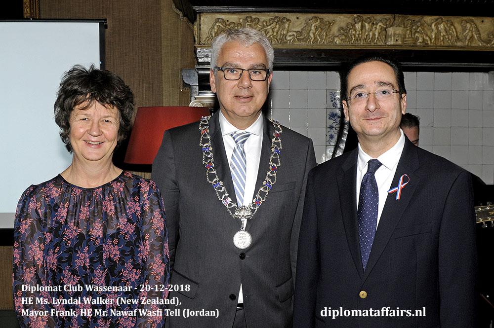 660a.jpg H.E. Ms. Lyndal Walker (New Zealand), Mayor Frank, HE Mr. Nawaf Wasfi Tell (Jordan)