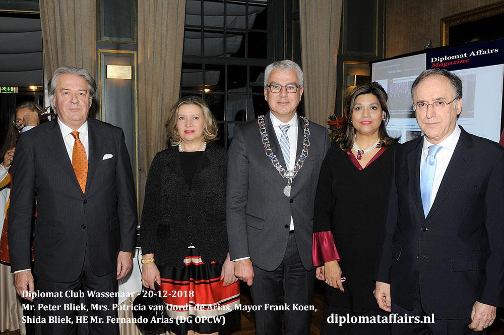 660b.jpg Mr. Peter Bliek, Mrs. Patricia van Oordt de Arias, Mayor Frank Koen, Mrs. Shida Bliek, HE Mr. Fernando Arias (DG OPCW) Diplomat Affairs Magazine