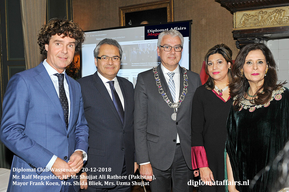 681.jpg Mr. Ralf Meppelder, HE Mr. Shujjat Ali Rathore (Pakistan), Mayor Frank Koen, Mrs. Shida Bliek, Mrs. Uzma Shujjat Diplomat Affairs Magazine