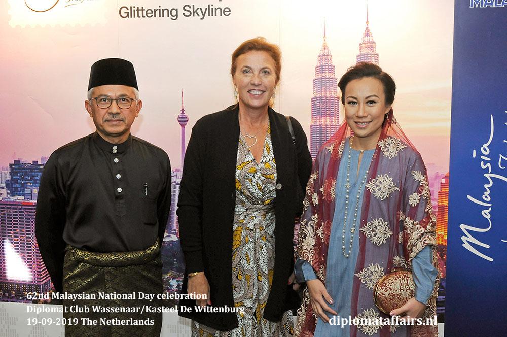 3. jpg  H.E. Dato' Ahmad Nazri bin Yusof, Mrs. Linda Zin and H.E. Countess Bibi van Zuylen van Nijevelt den Beer Poortugael