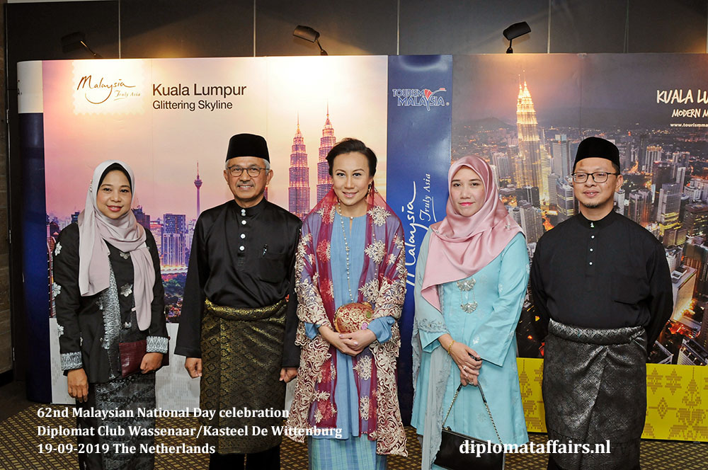 6b. jpg Ambassador Dato' Ahmad Nazri bin Yusof and Mrs Linda Zin with Ms. Rosbi Mamat (left) and Ms. Kartini Maruzi and Dr. Mohd Norhisyam Mohd Yusuf