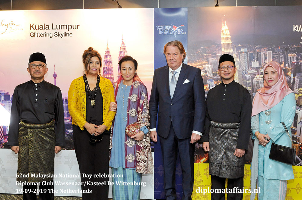8a .jpg H.E. Dato' Ahmad Nazri bin Yusof, Mrs. Linda Zin with Mrs. Shida Bliek, Mr. Peter Bliek,  Dr. Mohd Norhisyam Mohd Yusuf, Mrs. Kartini Maruzi