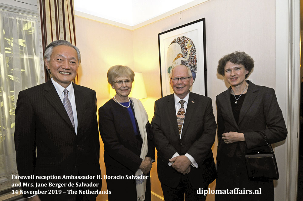 291b.jpg the Ambassador of Japan H.E. Mr Hidehisa Horinouchi & Mrs Sabine Horinouchi and the Ambassador of Australia, H.E. Mr. Matthew Neuhaus & Mrs. Angela Neuhaus