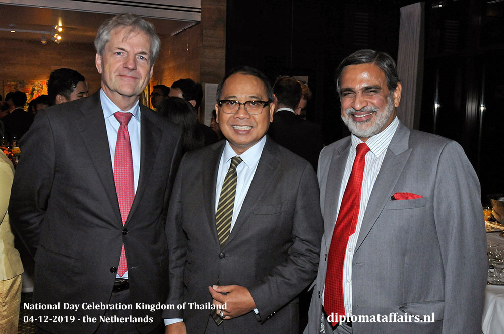 7.jpg The Ambassador of Indonesia H.E. Mr I Gusti Agung Wesaka Puja (middle) and the Ambassador of India H.E. Mr Venu Rajamony (right) and friend
